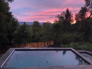 Sensational Pool & Spa. Views to the Bay.  Close to Sonoma Plaza and Wineries.