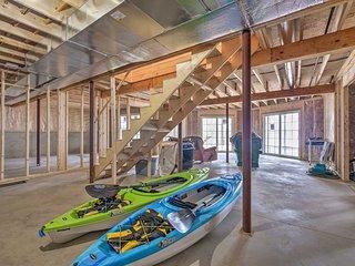 Waterfront Davis Pond Cabin w/ Dock + Kayaks!