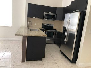 4 bedroom House  close to Everything in FLL.