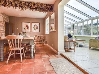 Barebones Farm, Winchcombe, Cotswolds - Sleeps 14, Dog Friendly, Real Fire, Cots