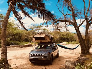 Explore Maui on a Jeep 4x4 with Rooftop Tent