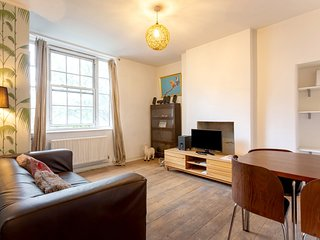Spacious 3-bed Apartment in Waterloo