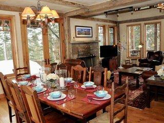 Perfect Private Mtn Retreat, 1.5 Acres, Stellar Front Porch Views, 2 Master Suit