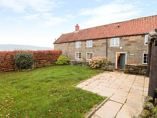 FARM COTTAGE, Exposed beams, Countryside views, WiFi, Whitby
