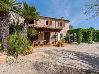 Authentic Mallorcan villa with private pool in the countryside. 10 minutes drive