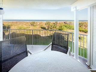CRC 2201 - Oceanfront Condo Two Week Rentals Only!