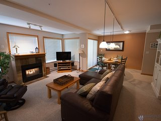 Located Steps From Whistler Shops / Common Hot Tub Area (376758)