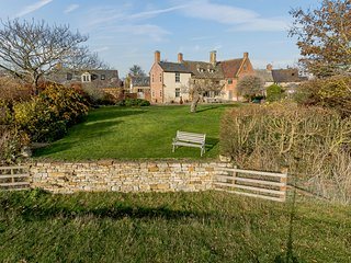 Manor Farm House, 8 bedrooms and perfect for friends and families, Blackwell
