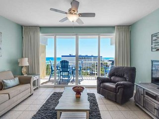 Top Floor Gulf Front Condo on beach with relaxing Lazy River! Beautiful Gulf Vie