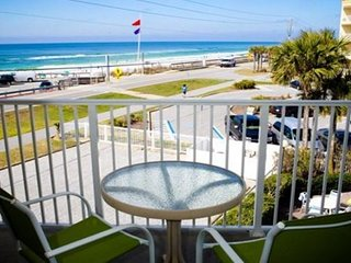 1BR/1BA with bunks in the hall.  Amazing views of the Gulf across the street!