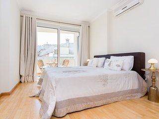 Tweede slaapkamer met 2 eenpersoonsbedden die tegen elkaar kunnen worden geschoven. Airco.