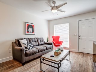 *Great Office Space* Whip In East Riverside Austin Home near SoCo