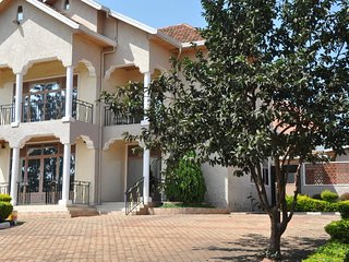 LUXIRIOUS HOUSE KANOMBE