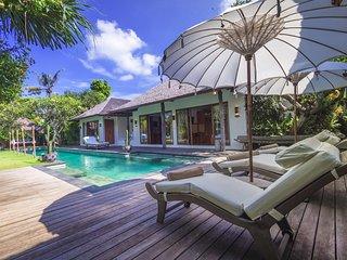 AC 8 Bedroom + 8 Bath Villa with Swimming Pool Access - ********