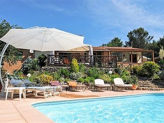 Luxury Villa 8/10 p. large heated pool-jacuzzi, many gamesbetween Aix and Cassis