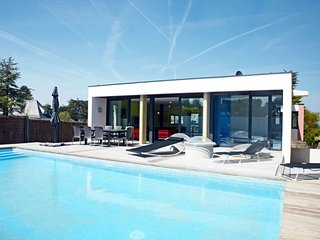 Ferienhaus mit Pool (LOQ500)