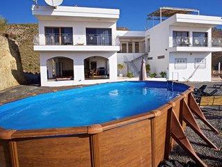 VILLA RURAL CORTIJO DEL FRANCES Finca 24has, coto caza,5min playa-ciudad,piscina