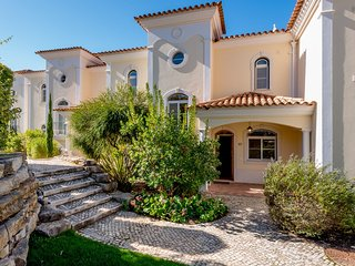 3 bedroom Villa with Pool, Air Con and Walk to Beach & Shops - 5621091