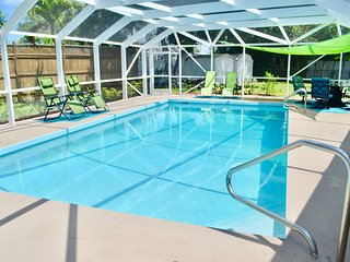 Private Heated Pool Home. Walk or bike to Shamrock Park and close to the beaches