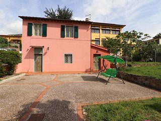 Home with garden and private parking between Pisa Lucca and Florence