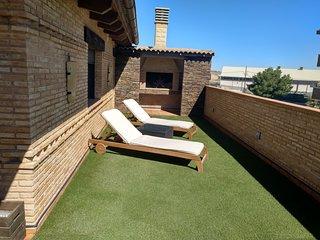 Buhardilla rústica con terraza y barbacoa