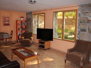Bonito apartamento independiente en planta baja de chalet