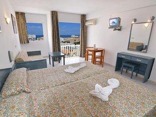 San Antoni heart, Ibiza ♥ Apartment with pool & Garden - Close to the beach