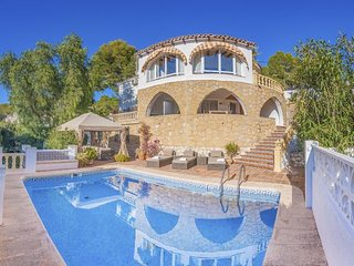 2 bedroom Villa with Air Con, WiFi and Walk to Beach & Shops - 5791347