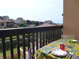 1 bedroom Apartment with WiFi and Walk to Beach & Shops - 5432692