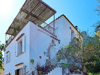 2 bedroom Apartment with WiFi and Walk to Beach & Shops - 5791185
