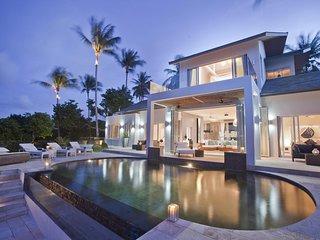 Villa Sarasuz is a 5 star luxury Villa located on the prestigious Bophut Hill