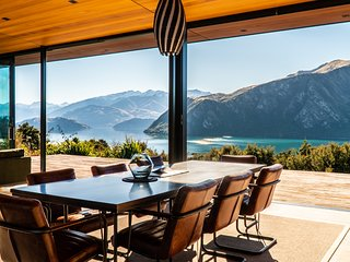 Breathtaking, unimpeded views of Lake Wanaka & the Southern Alps, 3 bed/3 bath.