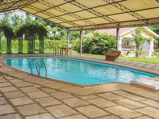 Hari Om Farm-Stay with Private Pool & Lawn near Panvel