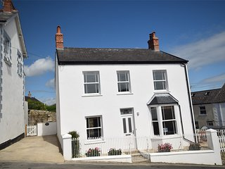 DC121 Cottage situated in Charmouth