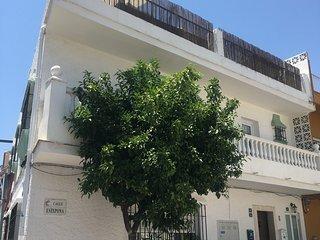 Penthouse med stor takterrass och jacuzzi i Hjärtat av La Cala