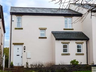 BLUEBELL COTTAGE, end-terrace cottage, private patio, Cark near Cartmel, Ref