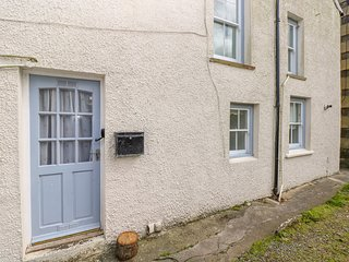 THE CWTCH, all ground floor, pet-friendly, short walk to shop and pub, St