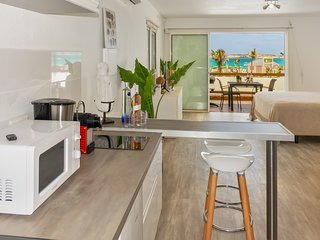 Studio in the heart of Orient Village, Close to the shops and beach.