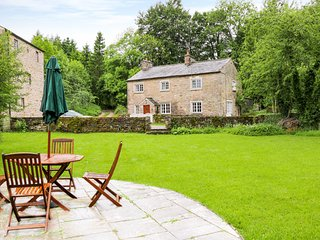 THE MILL, woodburning stove, lovely views, in Kings Meaburn, Ref 956766