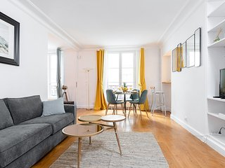 048. LOVELY 1BR FLAT IN THE CENTER OF PARIS NEAR THE LOUVRE & LES HALLES