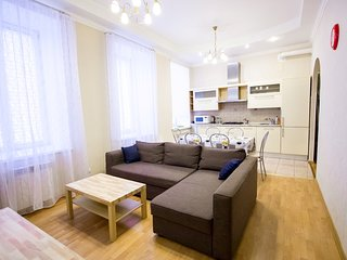 Cozy apartment with 3 bedrooms on Nevsky prospect