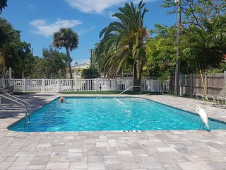 Beachy Chic Condo in Siesta Key - Waterfront - Free wifi - Sleeps 4 !