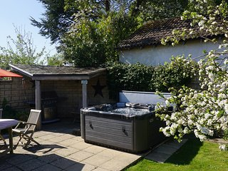 'Underbury', hot tub and luxury in the Cotswolds.