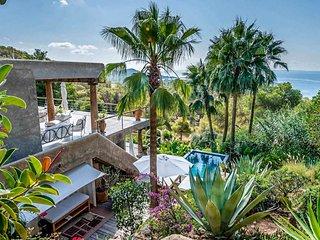 Playa d'en Bossa Villa Sleeps 12 with Pool and Air Con - 5791358