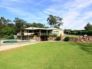 Spotted Gum Retreat - Private country home!
