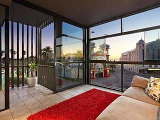 St Kilda - 2 Bed 2 Bath Beachfront Retreat