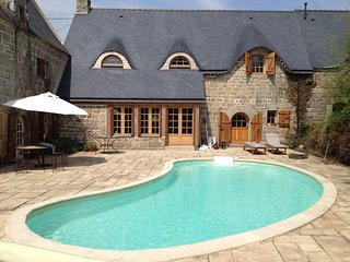 HISTORIC 4 BEDROOM FARMHOUSE WITH HEATED POOL SLEEPS 8 - 10 ( over 7 years old)
