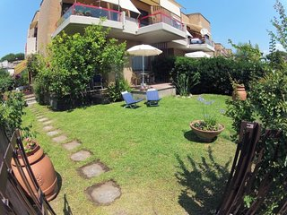 2 bedroom Villa with Air Con, WiFi and Walk to Beach & Shops - 5791356