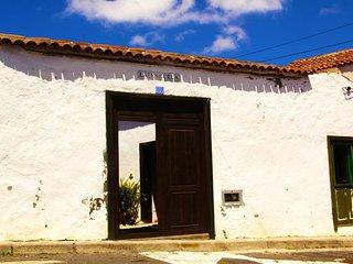 Private Room in Villa de Arico Ortiz Tenerife, in the old school of the village.