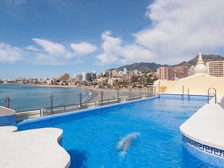 Bright, Spacious 2BR with Rooftop Pool in Harbour